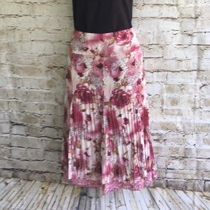 🌼🌸End of Summer Sale🌸🌼 Rose pleated skirt